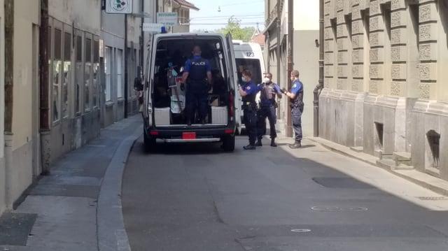 Berner Kantonspolizei in Aktion.