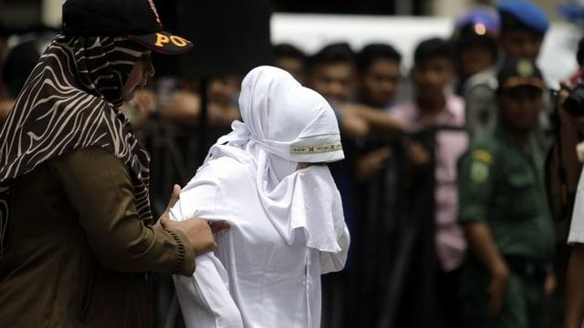 Frau wird in Aceh.