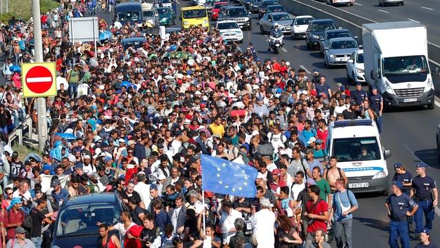 Flüchtlingsstrom auf der Autobahn