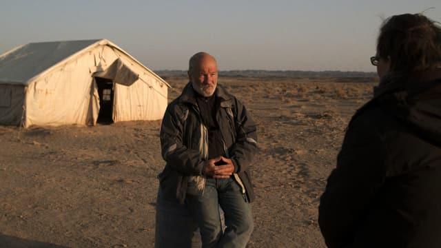 Charles McCombie in der Wüste Gobi
