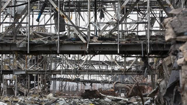 Zerstörter Flughafen-Terminal in Donezk