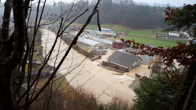 inundaziuns a Wolhusen, chantun Luceran, plirs bajets èn sut l'aua