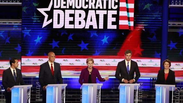 Demokratische Präsidentschaftsbewerber an der TV-Debatte