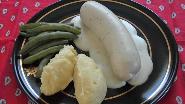 Kalberwurst auf Teller, Glarner Gericht