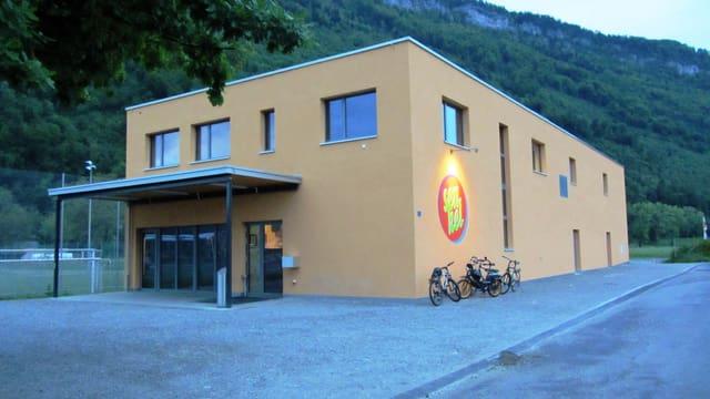 Das Jugendkulturhaus in Stans ist in «Apricot» gestrichen, der Farbe der Jugend.