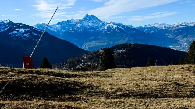 Skigebiet in den Waadtländer Alpen Ende Dezember 2015 ohne Schnee