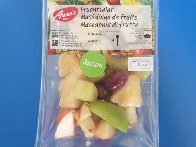 Verpackung Coop-Fruchtsalat mit Saison-Aufkleber