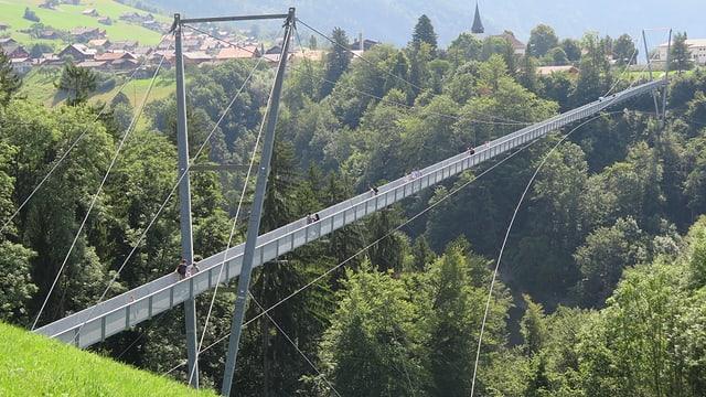 Die Panoramabrücke in Sigriswil überspannt die Gummischlucht.