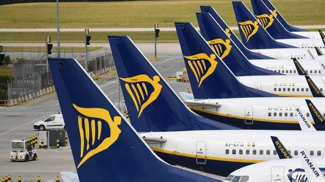 Flieger der Ryanair am Boden.