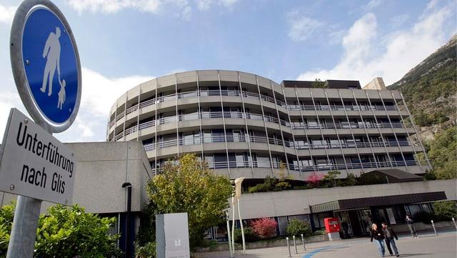 Das Bild zeigt das Spital Brig.