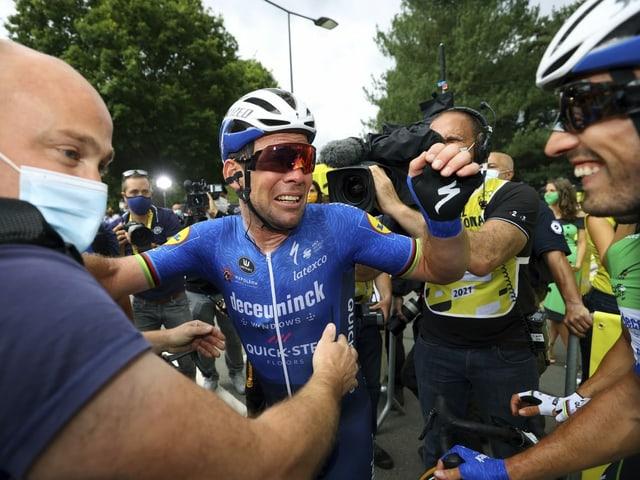 Mark Cavendish zeigte sich nach seinem ersten Etappensieg an der diesjährigen Tour extrem emotional – und schlug dann drei weitere Male zu.