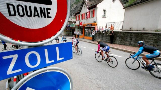 Der Giro-Tross macht einen Abstecher ins Tessin.