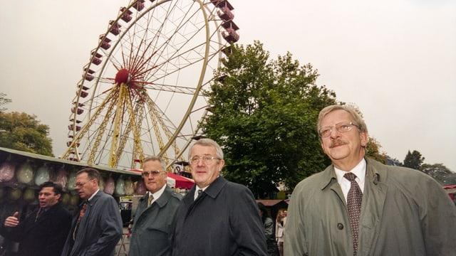 Politprominenz an der Olma 1998 (von rechts): Stadtpräsident Heinz Christen, Bundesrat Arnold Koller und der Thurgauer Regierungspräsident Hermann Lei.