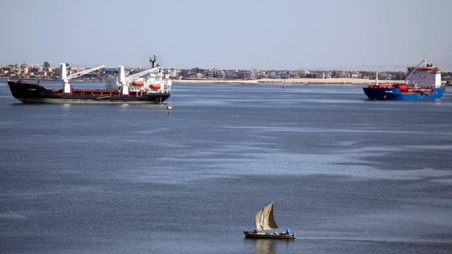 Schiffe auf dem Suezkanal