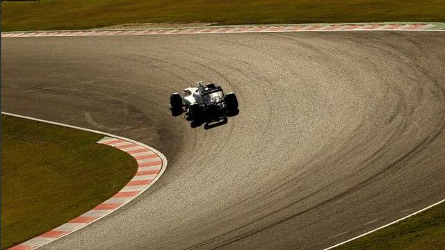 Lewis Hamilton dreht auf der Strecke in Suzuka einsam seine Runden.