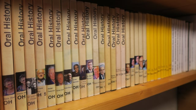Sammlung von rund 40 DVDs.