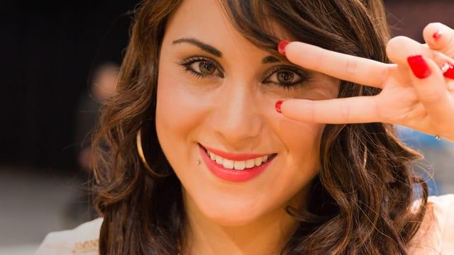 «Ich freue mich, aber habe auch Angst. Es muss jetzt alles gut gehen», sagt SRF 3-Talent Carmen kurz vor ihrem Auftritt bei den Blind Audition.