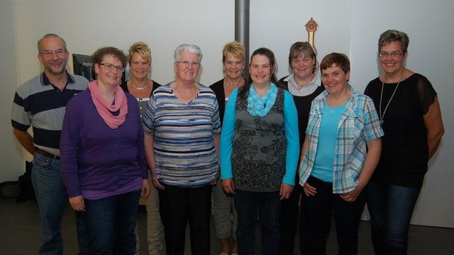 Gruppenfoto mit acht Frauen und einem Mann.