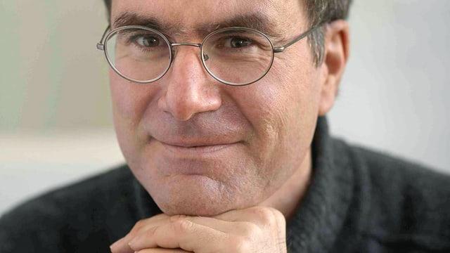 Ein Porträt von Stefan Klein.