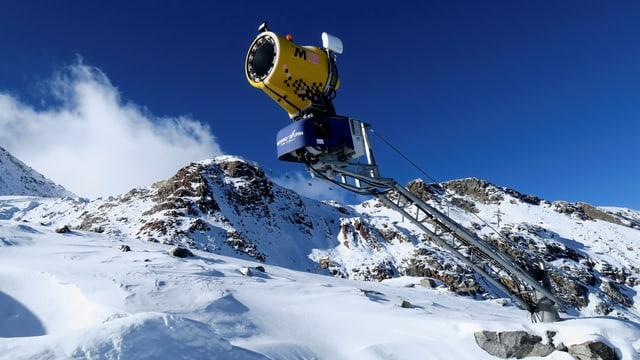 Eine Schneekanone am Stubaier Gletscher.