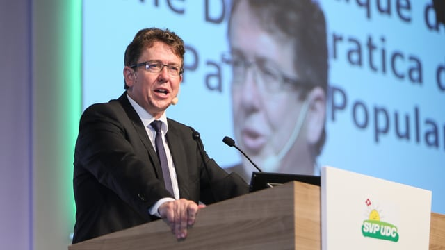 Albert Rösti:Il president da la PPS tar ses pled d'avertura a la radunanza da delegads a Wettingen.