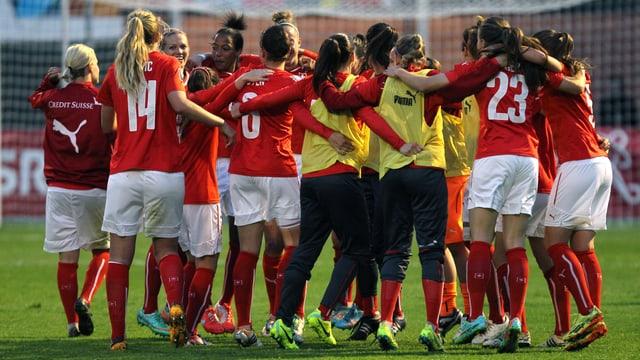 Die Schweizer Frauen-Nati bejubelt einen Sieg
