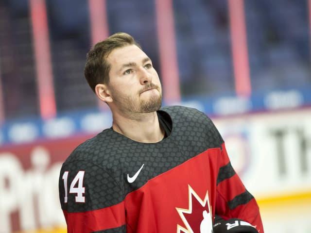 Brandon Kozun ohne Helm und im Canada-Dress auf dem Eis.