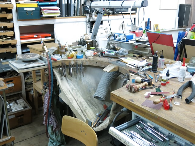 Arbeitstisch in einem Künstler-Atelier