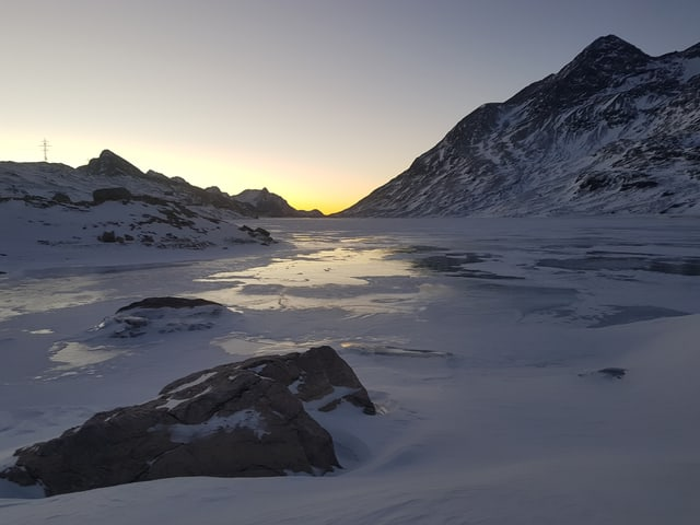 Blick auf eine Bergsee.