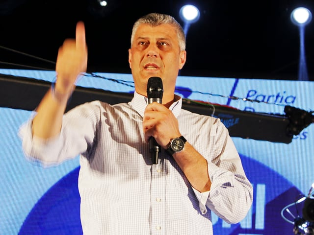 Hashim Thaci zeigt «Thumbs up»