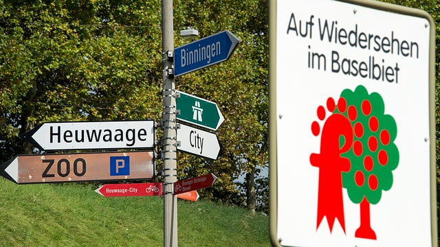Verkehrssschilder an der Grenze zum Kanton Baselland.