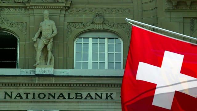 Ina bandiera svizra, en il funs il bajetg da la Banca naziunala.