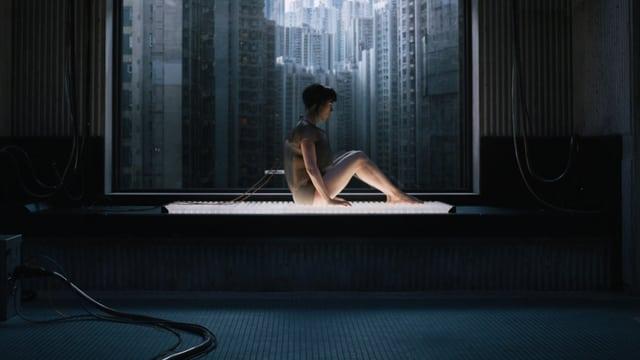 Auf dem Operationstisch: Scarlett Johansson als Halbroboter.