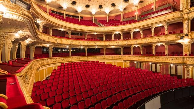 Rot und Gold: Blick in den leeren Zuschauerraum des Opernhauses Zürich.