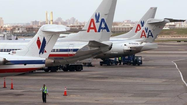 Flugzeuge der American Airlines auf dem Rollfeld