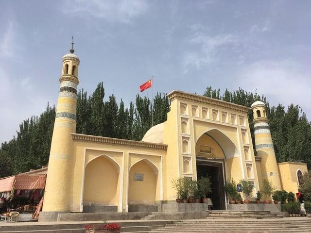 Moschee mit Flagge