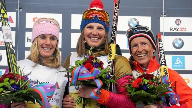 Maraton da skis: 17alva cursa da dunnas. Bettina Gruber (mez) Flurina Eichholzer (sanester) e Sandra Wagenfuehr (6 da mars 2016).