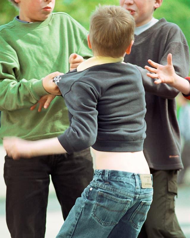 Psyche - Mobbing in der Kindheit hat Spätfolgen - Puls - SRF