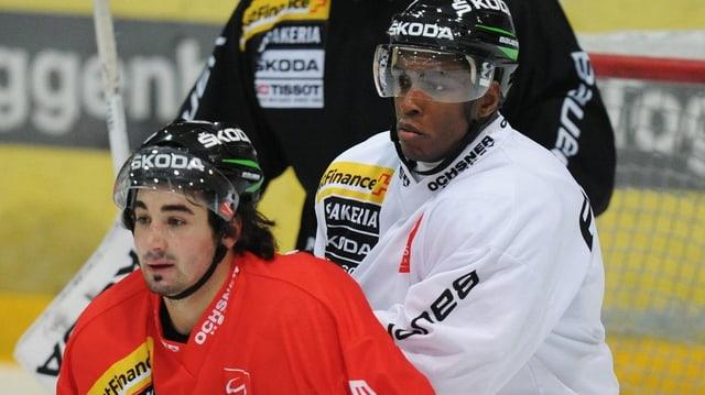 Neo-Nationalspieler Clarence Kparghei (r.) spielt nächste Saison im Tessin.