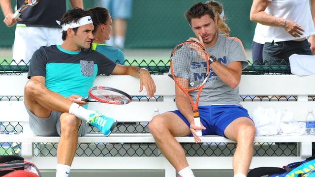 Roger Federer und Stan Wawrinka während einer Trainingspause.