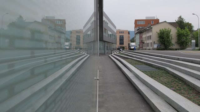 Fassade des Campus der Fachhochschule Nordwestschweiz in Olten.