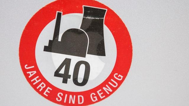 Sticker von Greenpeace mit der Aufschrift 40 Jahre sind genug, was sich auf das AKW Beznau bezieht.