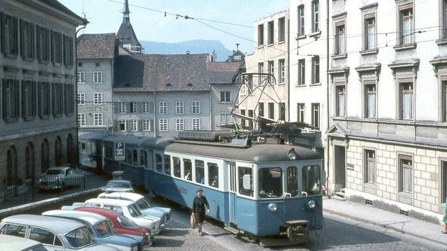 Alter Zug mitten in der Stadt