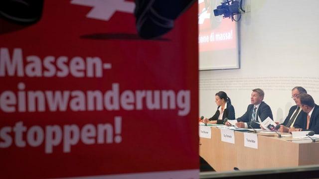 Placat Masseneinwanderung stoppen! e davos represchentants da la PPS