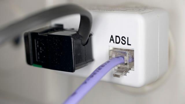 Ina bischla da contact cun lingia da ADSL