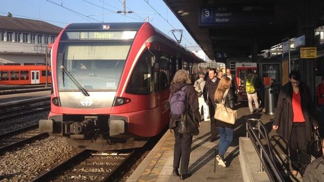 Bahn im Bahnhof