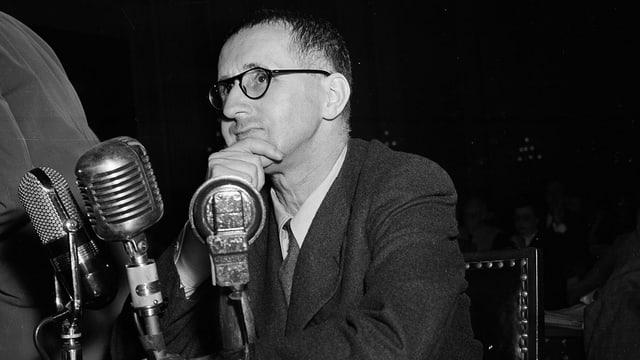 Porträt von Bert Brecht.