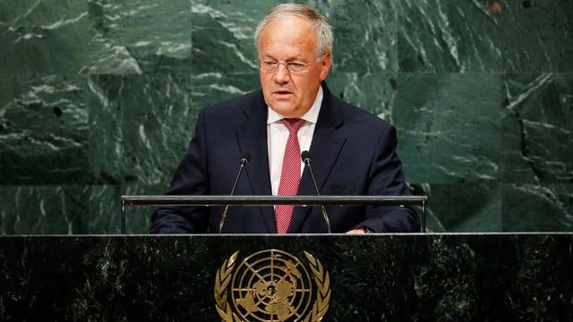 Johann Schneider-Ammann davos il pult dal pledader da l'ONU.