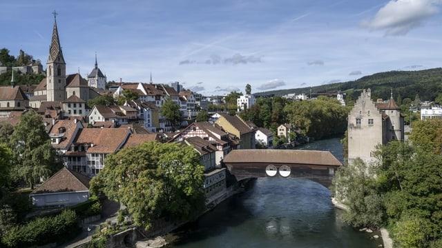 Stadt Baden mit Limmat.