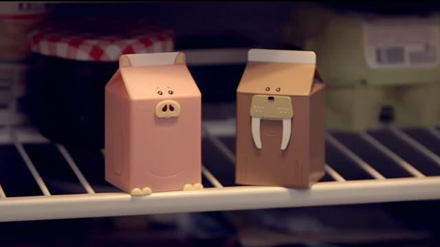 Ein Schwein und ein Walross sitzen im Kühlschrank